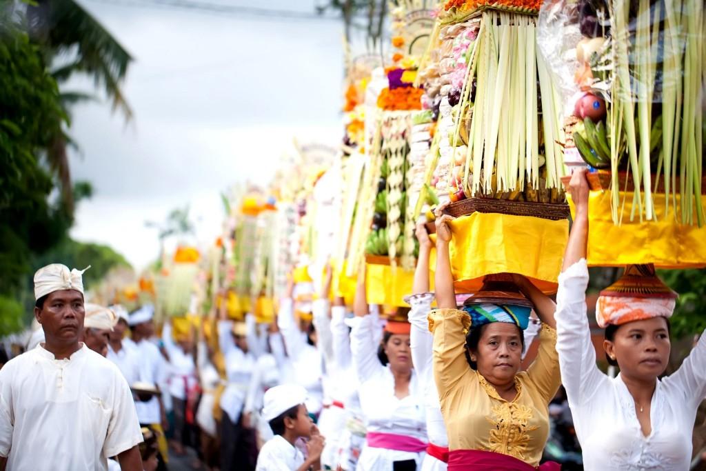 Tradiční balijské obětiny bohům při hinduistických obřadech