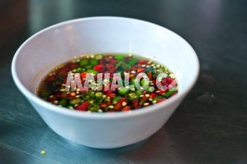 Velice pálivá Nam Plah Prik z chili a rybí omáčky