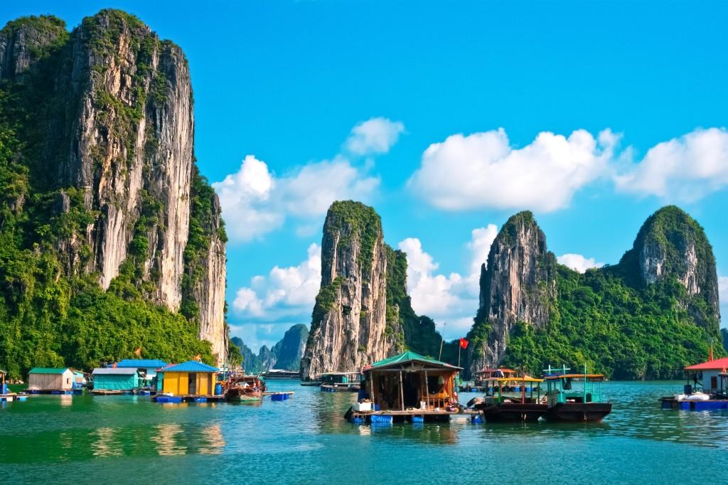 Ha Long Bay - dle mnohých nejkrásnější oblast Vietnamu