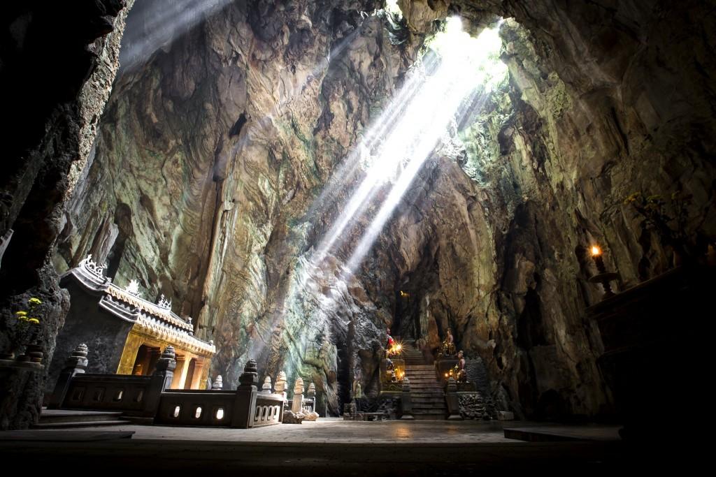 Nádherná jeskyně Huyen Khong v Mramorových horách