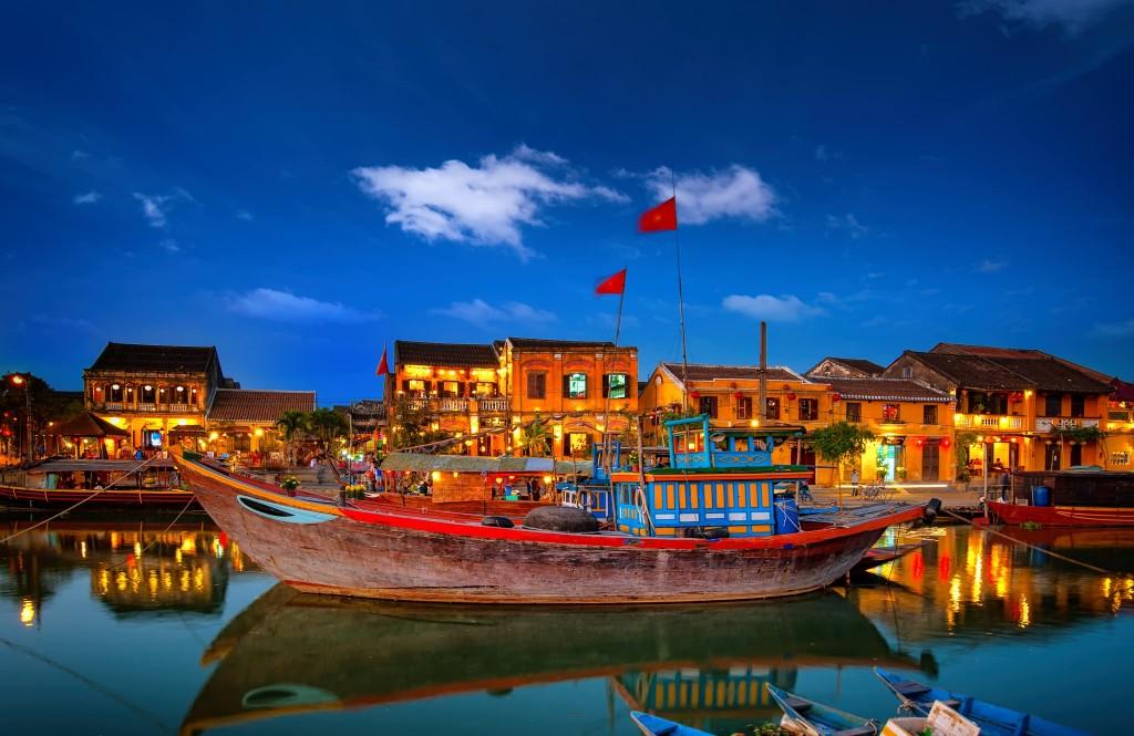 Nádherné město Hoi An po setmění
