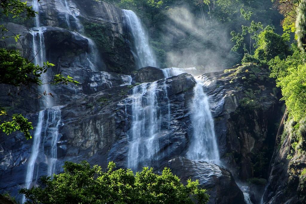 Vodopád v národním parku Udzungwa Mountains