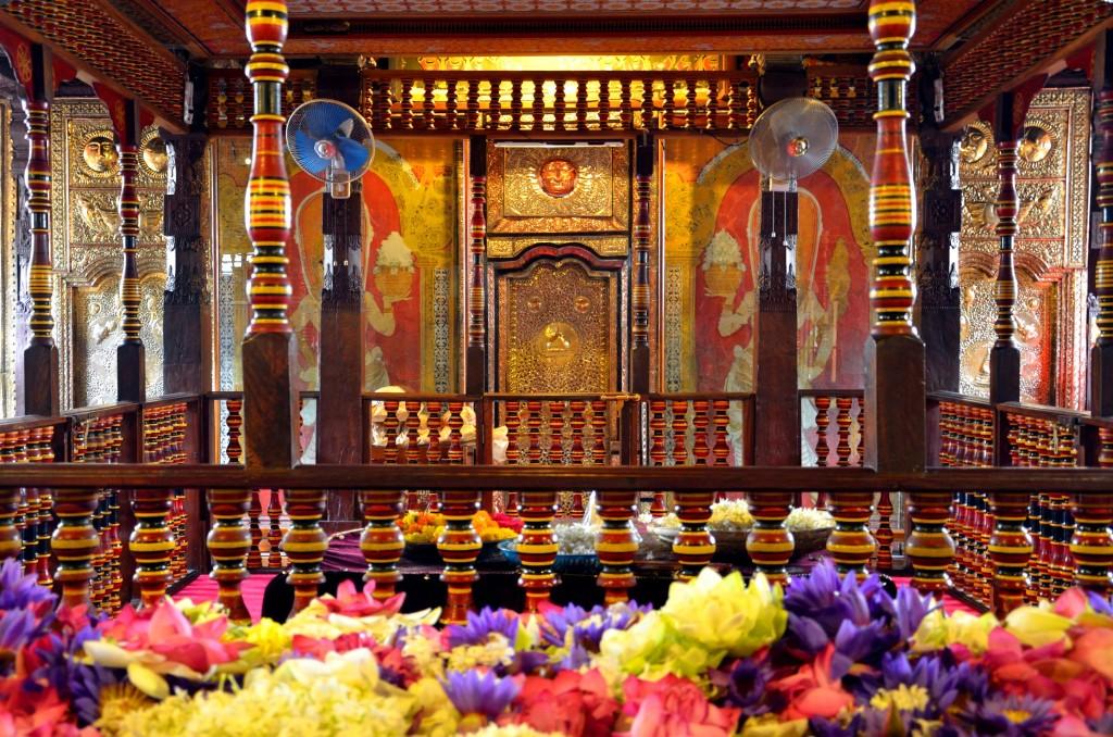 Vstup do svatyně s Buddhovým zubem