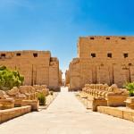 Chrám v Karnaku - sochy s beraními hlavami