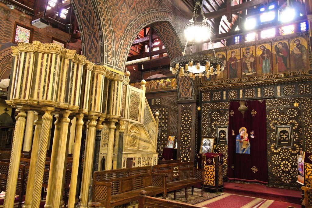 Interiér koptského kostela Al-Muallaka