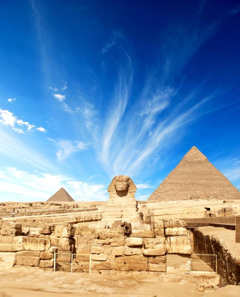Sfinga s pyramidami v Gíze