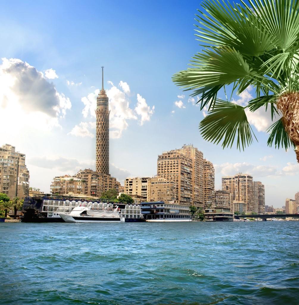 Televizní věž na břehu Nilu v Káhiře