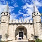 Brána pozdravů v paláci Topkapi v Istanbulu