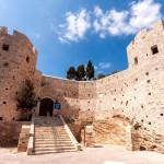 Pevnost Genoese na ostrově Güvercin v Kusadasi
