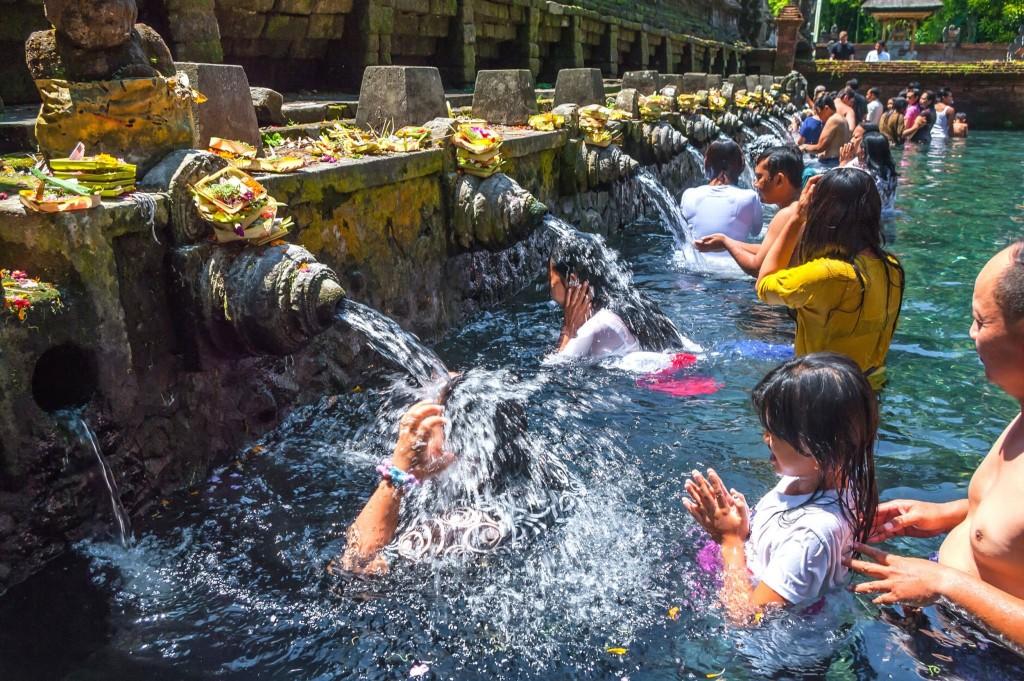 Posvátná voda v chrámu Tirtha Empul