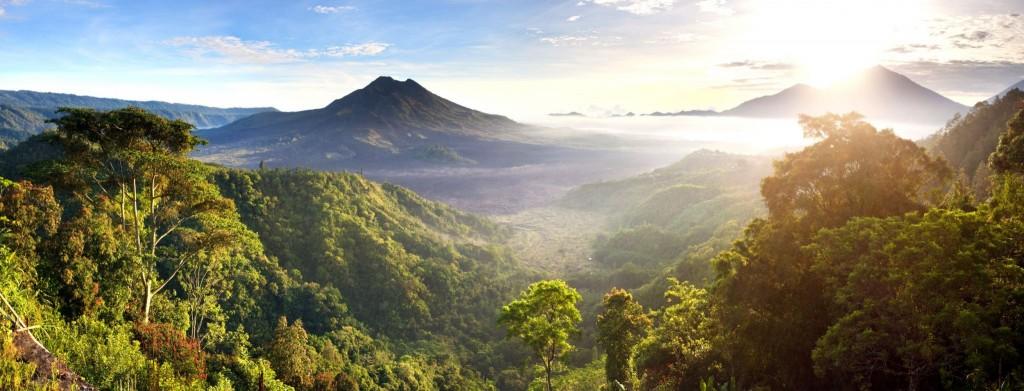 Sopka Mount Batur a jezero Lake Batur