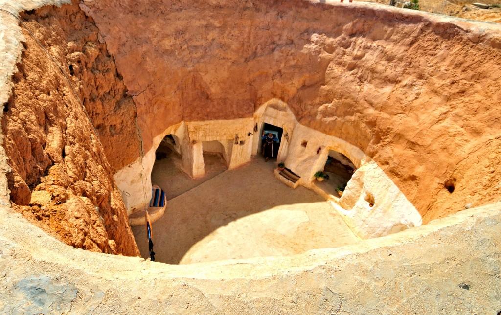Typické podzemní domy ve vesnici Matmata