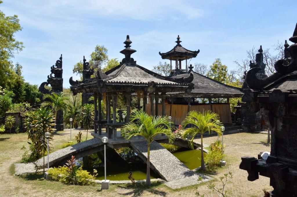V areálu chrámu Pura Ponjok Batu