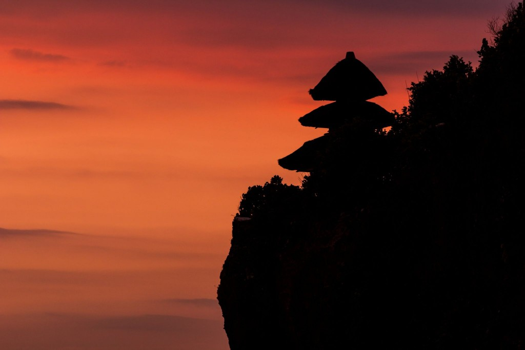 Západ slunce u chrámu Uluwatu