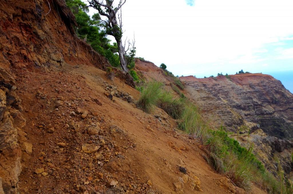 Nu'alolo Cliff trail - nebezpečný sesuv půdy
