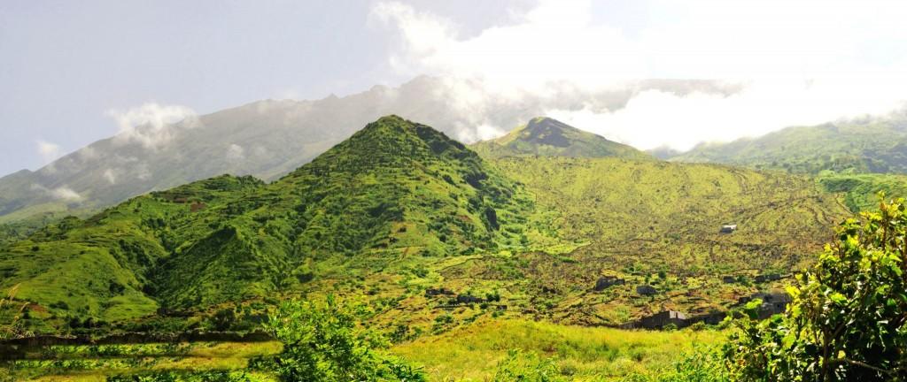 Hory nad městem Sao Jorge na ostrově Fogo