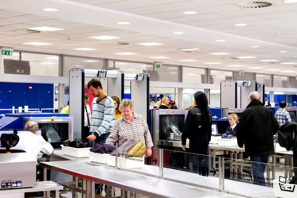 Bezpečnostní kontrola na letišti (Security check)