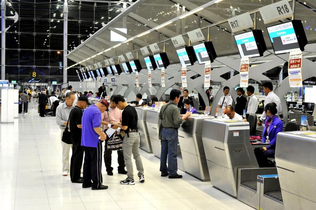 Check-in, odbavovací přepážky, odbavení zavazadel na letišti