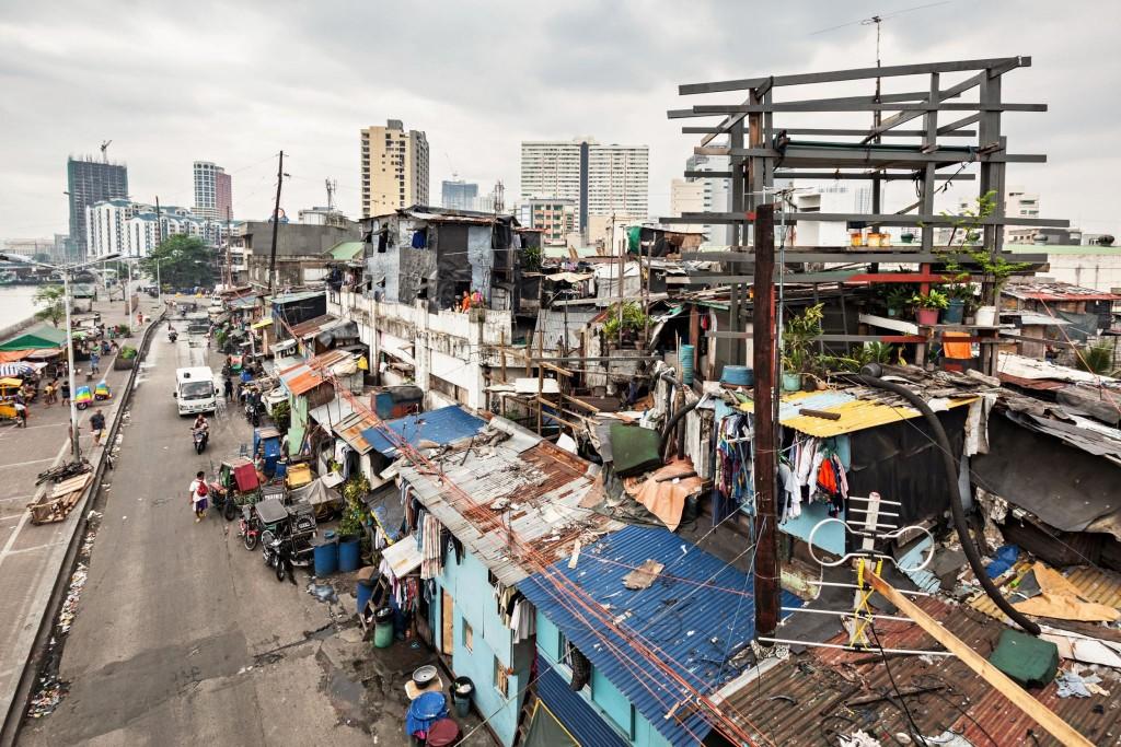 Chudinské čtvrti Manily jsou opakem finančního distriktu bohatých