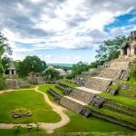 Mayská pyramida v Palenque