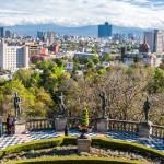 Výhled z kopce Chapultepec na Mexico City