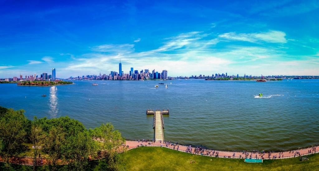 Panorama Manhattanu, New Jersey a Brooklynu z podstavce Sochy Svobody