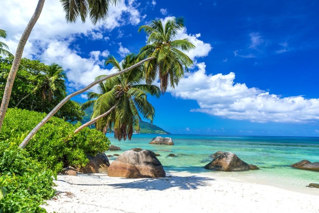 Pláž Beau Vallon na ostrově Mahé