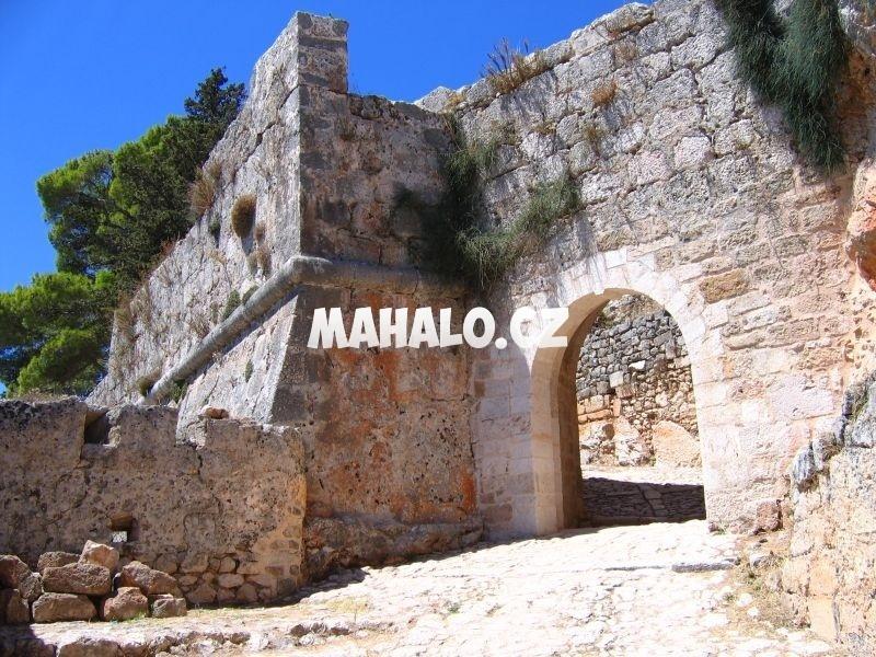 Vstup do hradu Agios Georgios