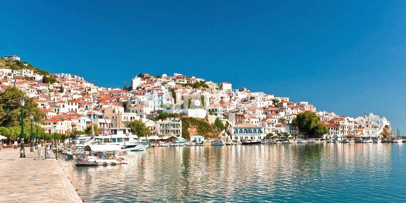 Přístav města Skopelos
