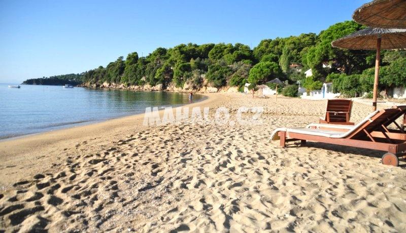 Pláž v Achladies