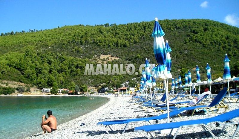 Pláž v letovisku Panormos