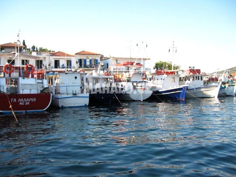 V přístavu Vromolimnos