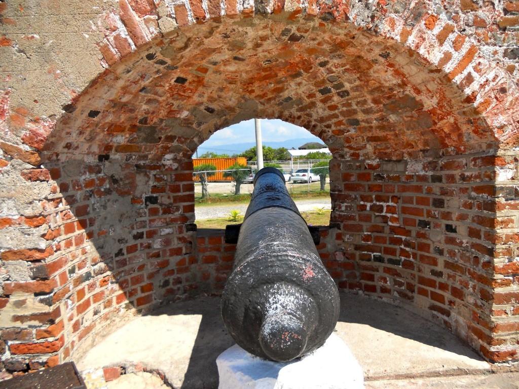 Dělo v pevnosti ve Fort Royal