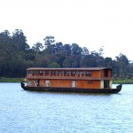 Jezero Gregory s vyhlídkovou lodí