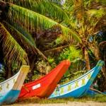 Loďky na pláži v Mirisse