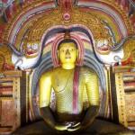 Socha Buddhy v jedné z jeskyní chrámu v Dambulle