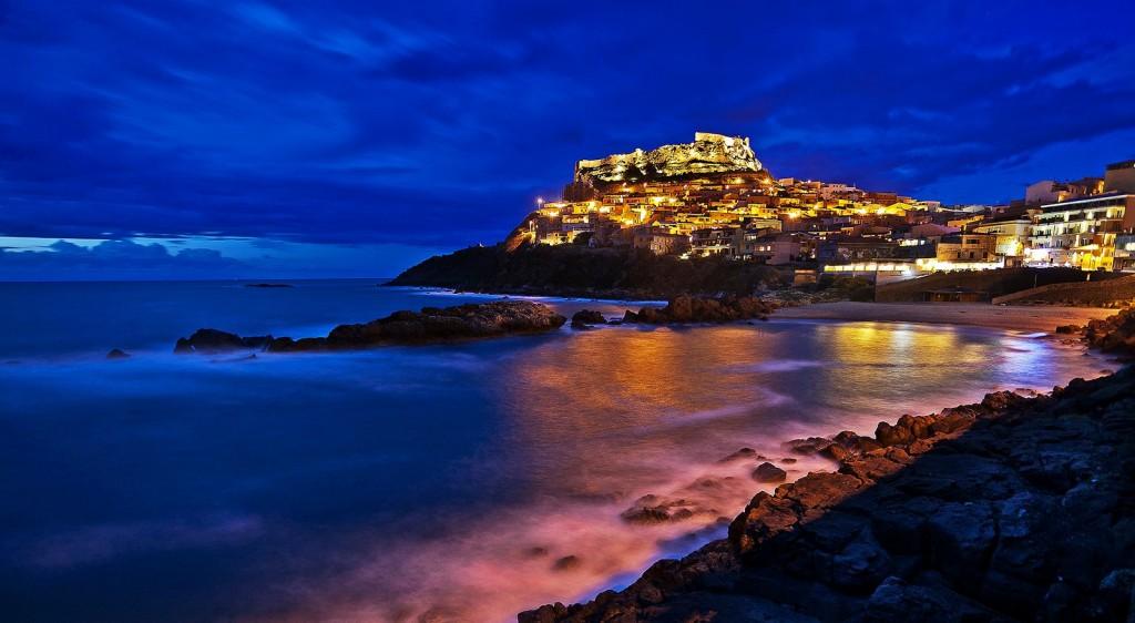 Nádherné Castelsardo v noci