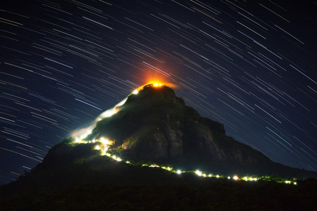 Osvětlená cestička na Adamovu horu