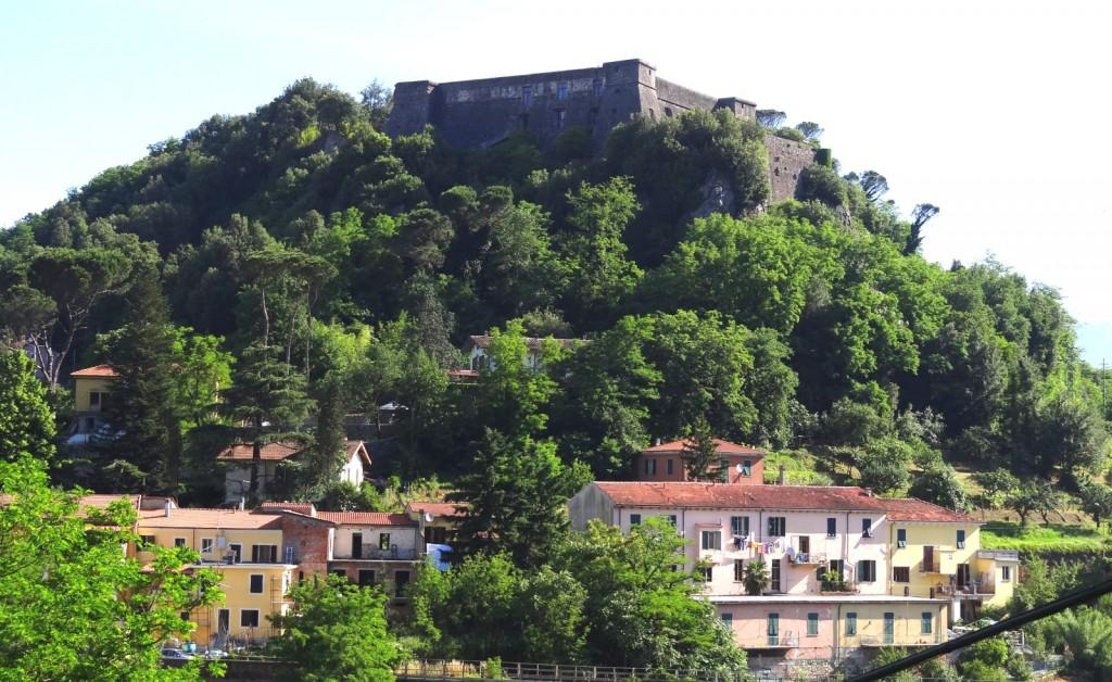 Pevnost nad vesnicí Aulla
