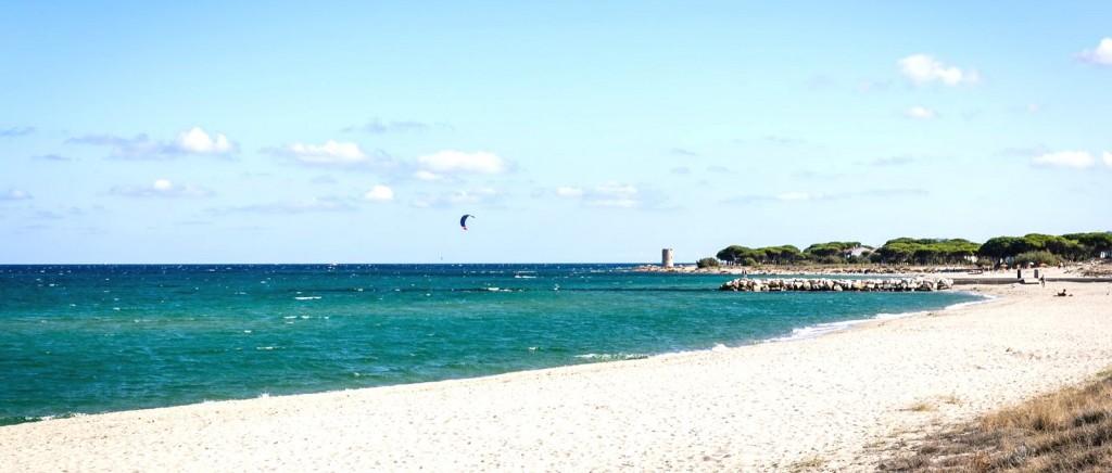 Pláž v letovisku La Caletta