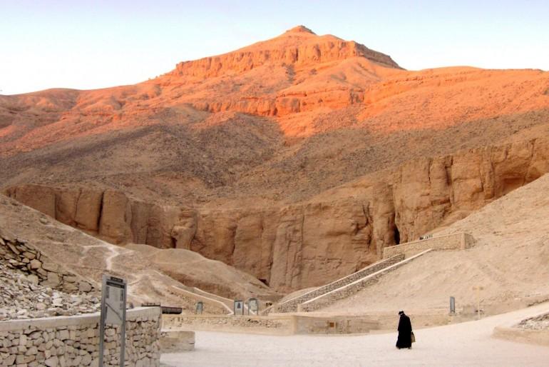 Meandr řeky Nilu a cílené hledání dalších hrobek