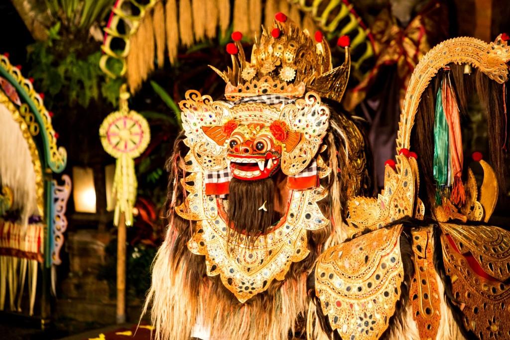 Démon Barong během tradičních slavností na indonéském ostrově Bali