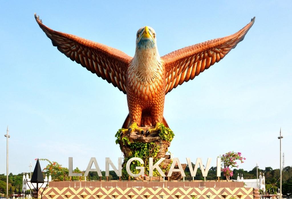 Obří socha orla na Datarang Lang na ostrově Pulau Langkawi
