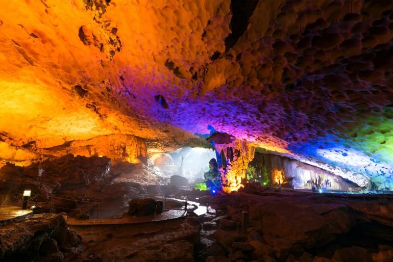 Jeskyně v Ha Long Bay