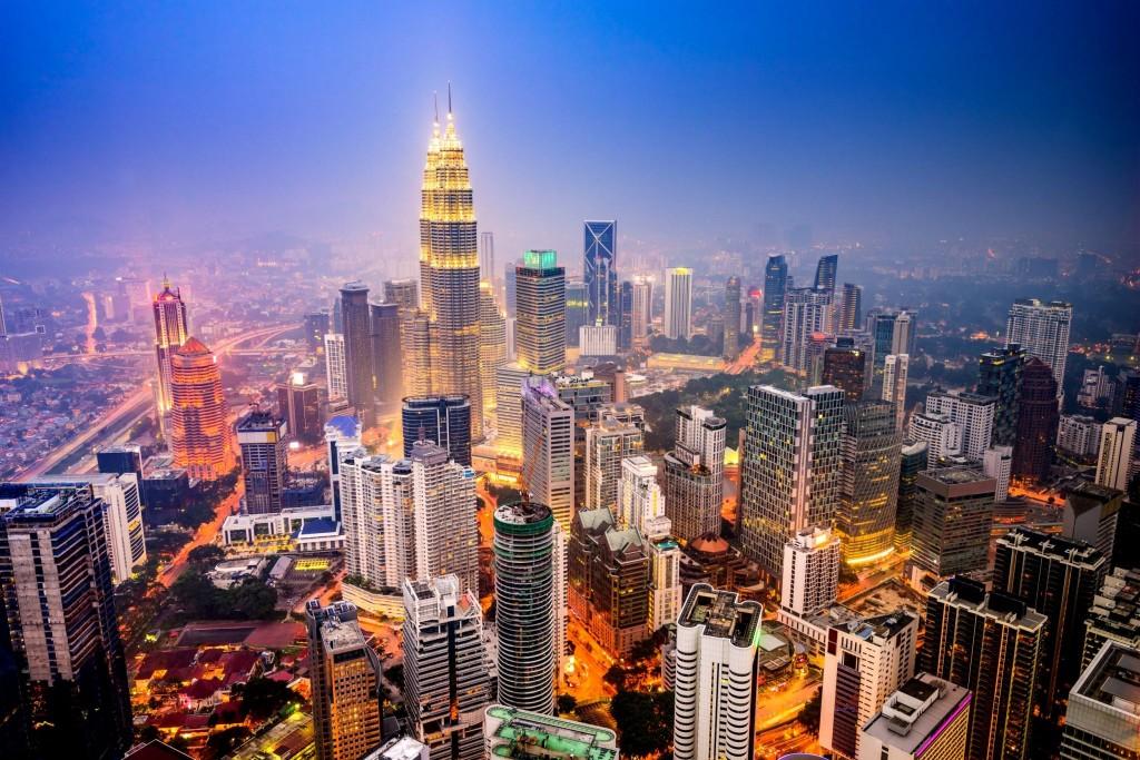 Noční Kuala Lumpur má úžasnou atmosféru