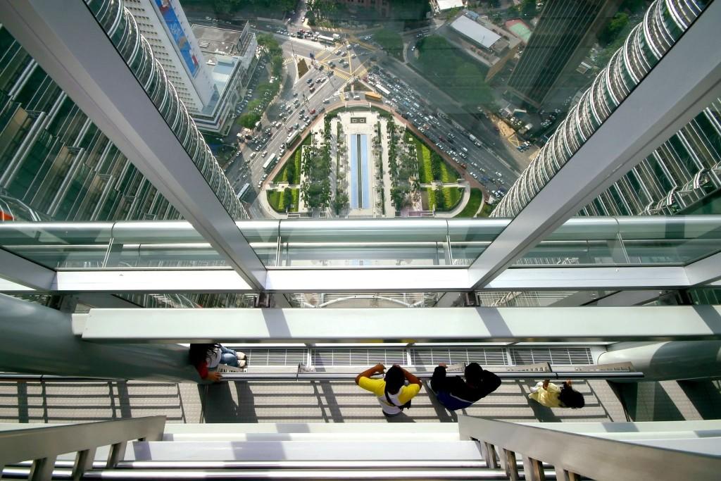 Výhled z mostu mezi Petronas Towers