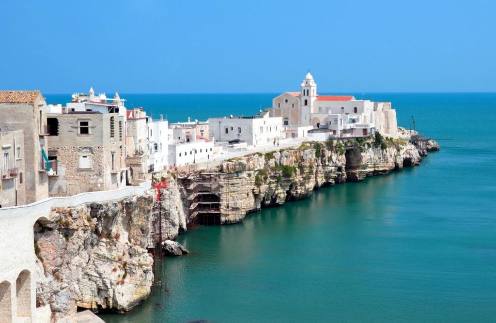 Apulie (Puglia) - město Vieste na poloostrově Gargano