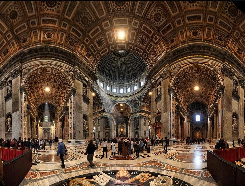 Interiér baziliky sv. Petra ve Vatikánu