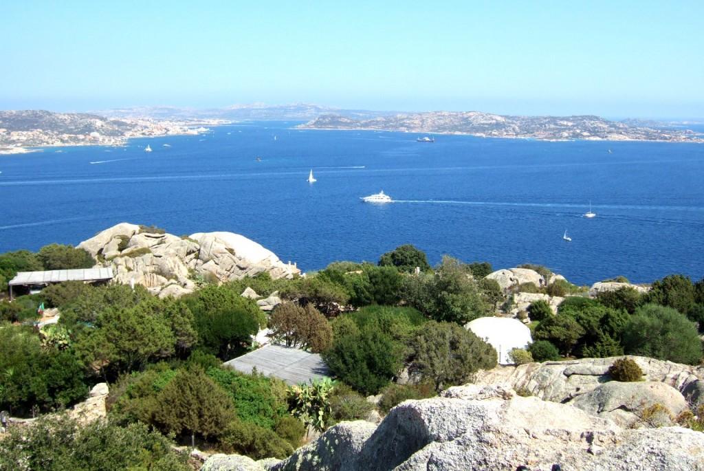 Výhled na ostrovy Maddalena a Caprera z Porto Rafael