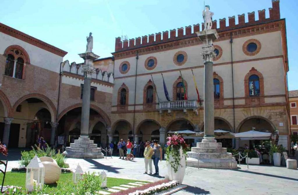 Piazza del Popolo ve městě Ravenna